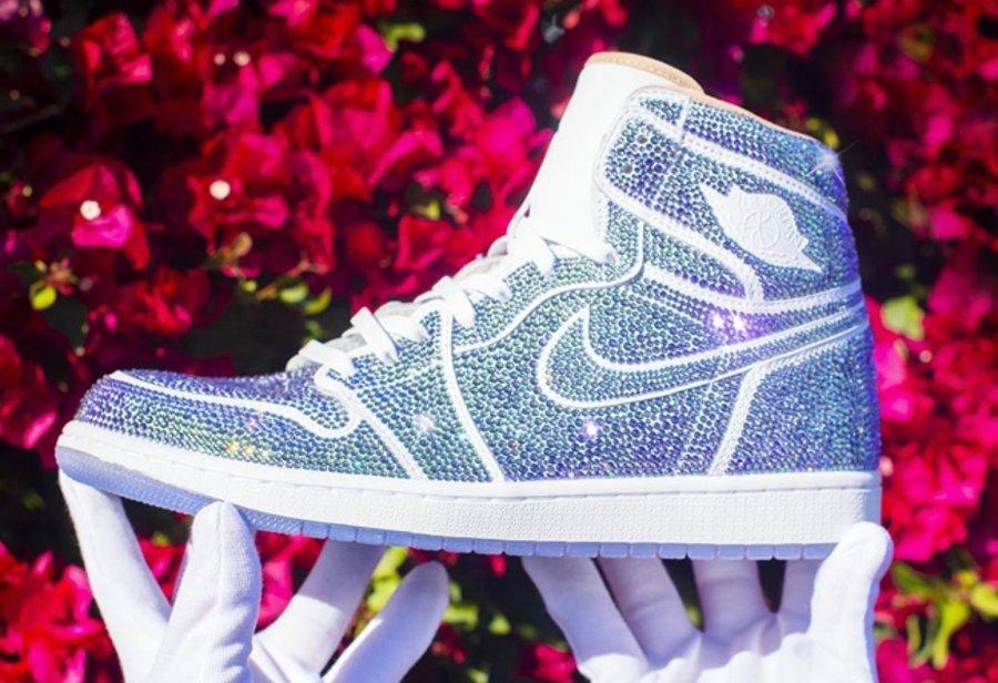 Air Jordan 1,Nike,TheDanLife  全身镶钻,最便宜ㄨ也要 5 万!这些有钱也△买不到系列,真的�缣�酷了!