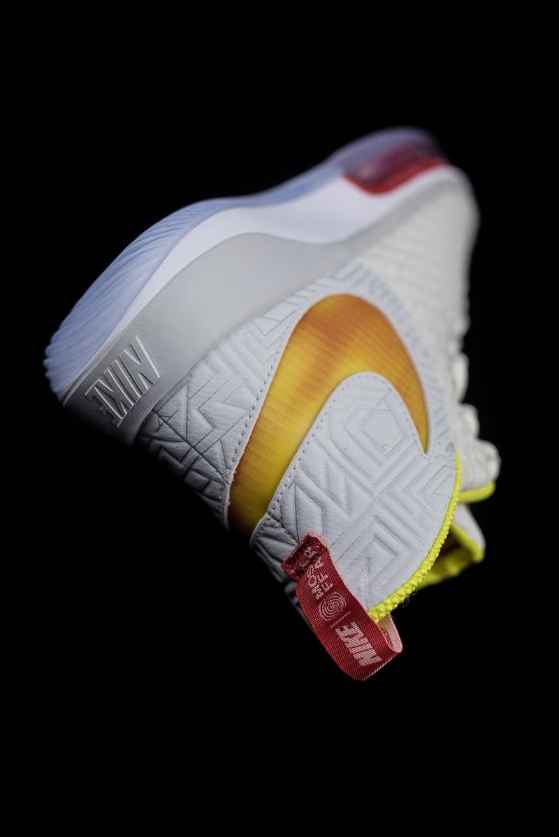 AlphaDunk,Nike  备受瞩目的夸张气垫!Nike「最强性能战鞋」提前开箱!