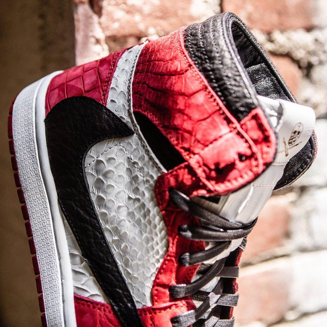 AJ1,Air Jordan 1,The Shoe Surg  芝加哥反钩 Air Jordan 1 终于出现了!还是纯手工打造!