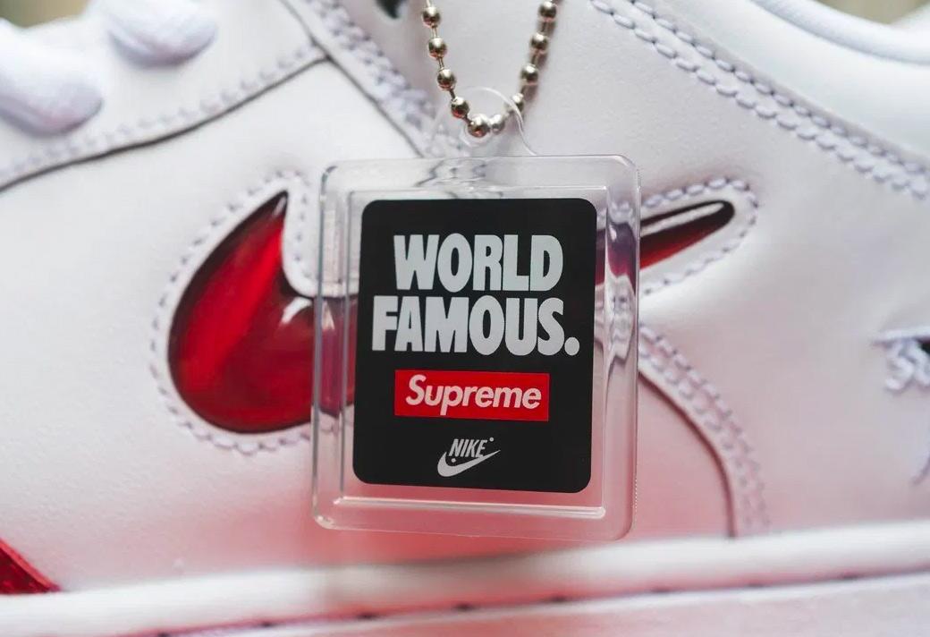 Supreme,Yeezy,LeBron Icon  今天的 Supreme 联名、Yeezy 沙漠靴都有一个共同特点!你抢到了啥?