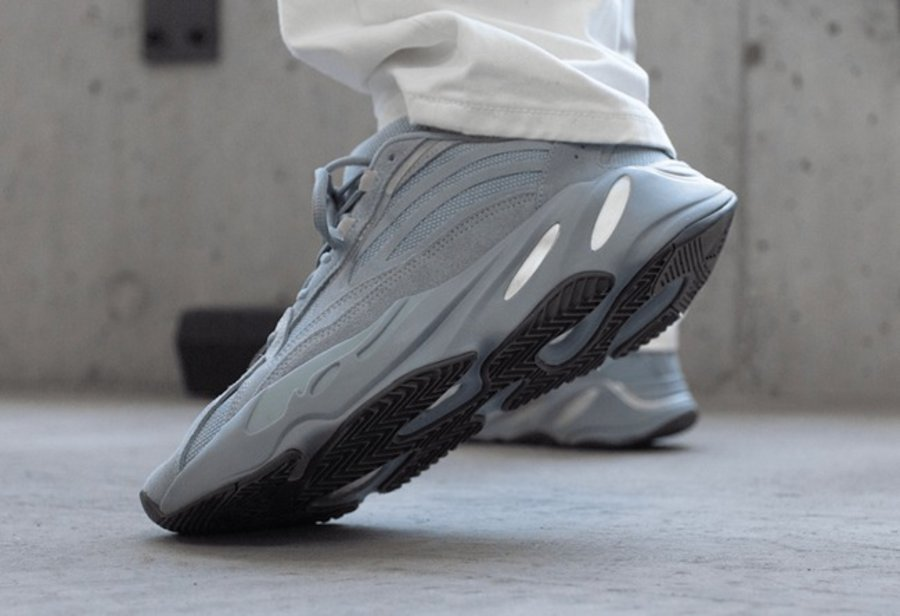 adidas,Yeezy,Boost 700 V2,FV84   上脚效果清新脱俗!医院蓝 Yeezy 700 V2 月底即将发售!