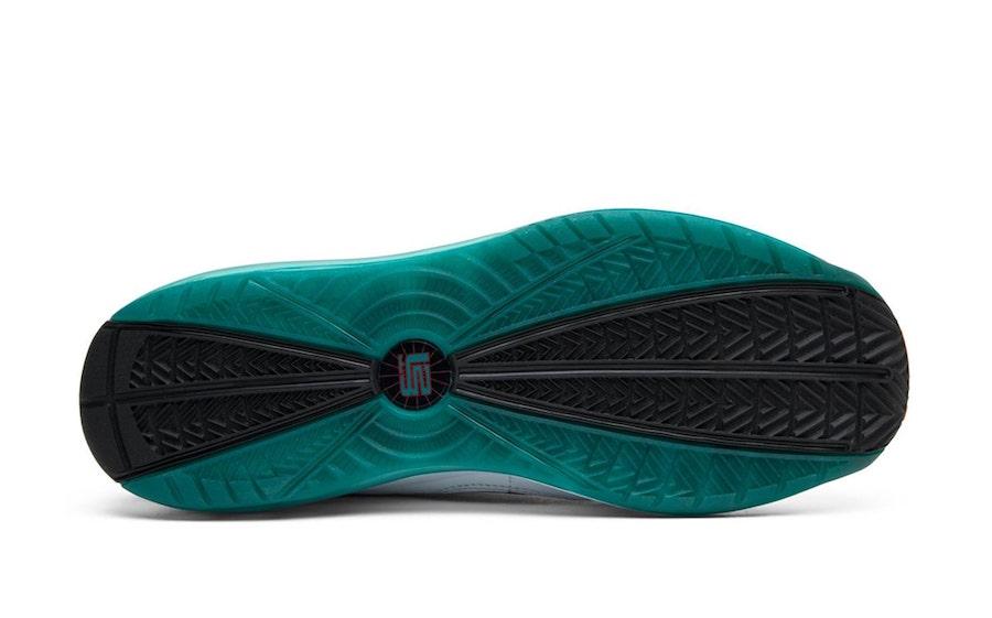 Nike,LeBron 7,CU5133-100,发售 元年鞋盒回归!LeBron 7 实物首次曝光,本月底发售