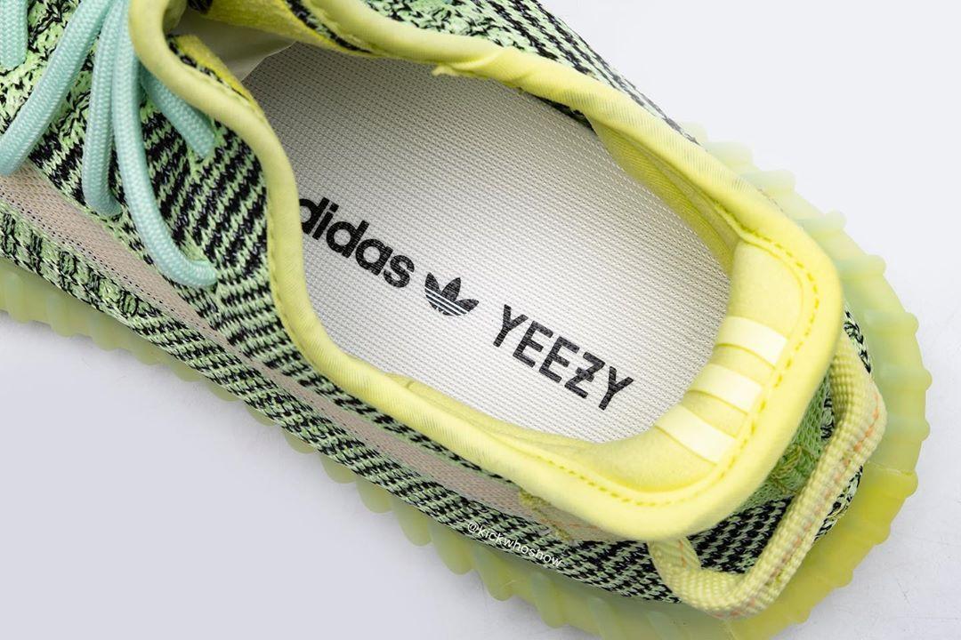 Yeezy,Boost,350,Yeezreel,Refle 满天星 Yeezy 350 V2 实物上脚来了!荧光色 + 全反光格外醒目!