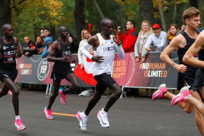Nike,AlphaFly Nike「破 2」战靴抢先解密!双层 Zoom 三层碳板!配置太恐怖了!