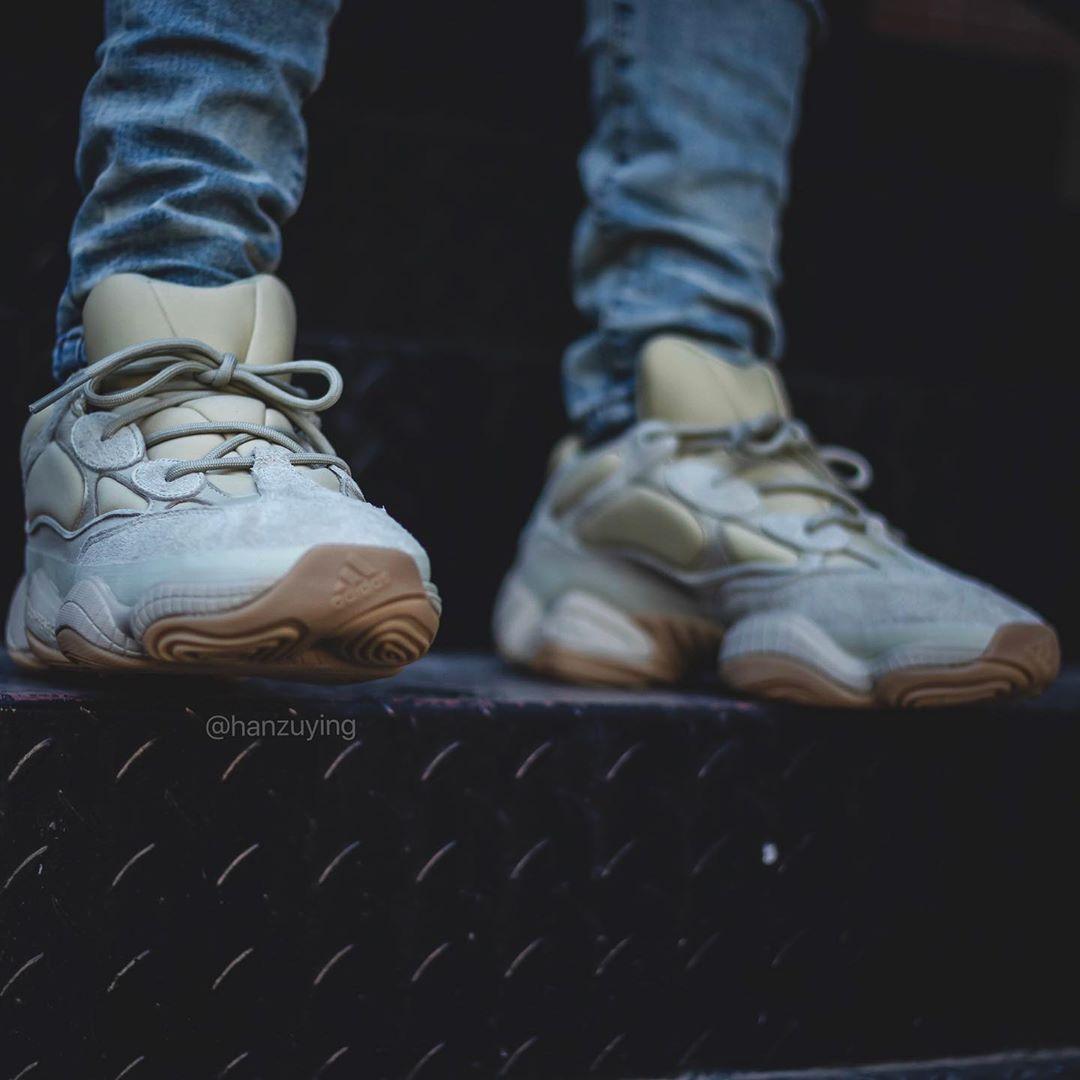 "Yeezy 500,adidas,上脚,发售  看起来更保暖!Yeezy 500 ""Stone"" 上脚图来了!下月发售!"