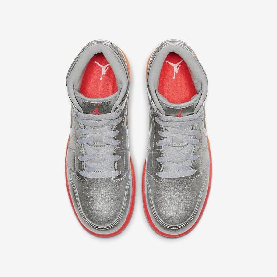 Air Jordan 1 Mia,aj1,发售 少女心十足!闪粉漆皮材质 Air Jordan 1 Mid 即将发售!