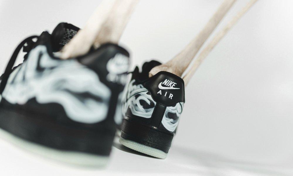 发售,Nike,AF1,Air Force 1 可能是「最诡异的上脚」!黑脚趾 Air Force 1 周五发售!