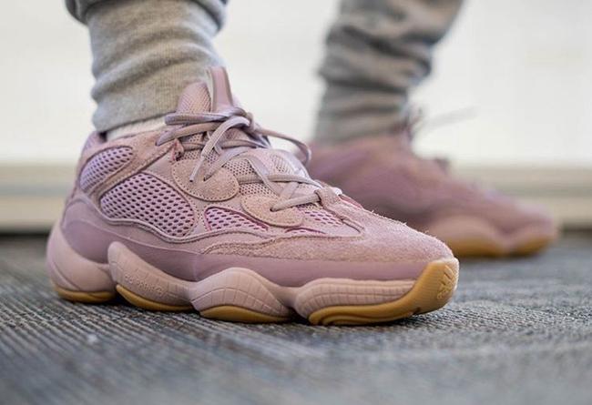 Yeezy,500,adidas, 生胶底 + 脏粉鞋面!紫罗兰 Yeezy 500 上脚图释出!