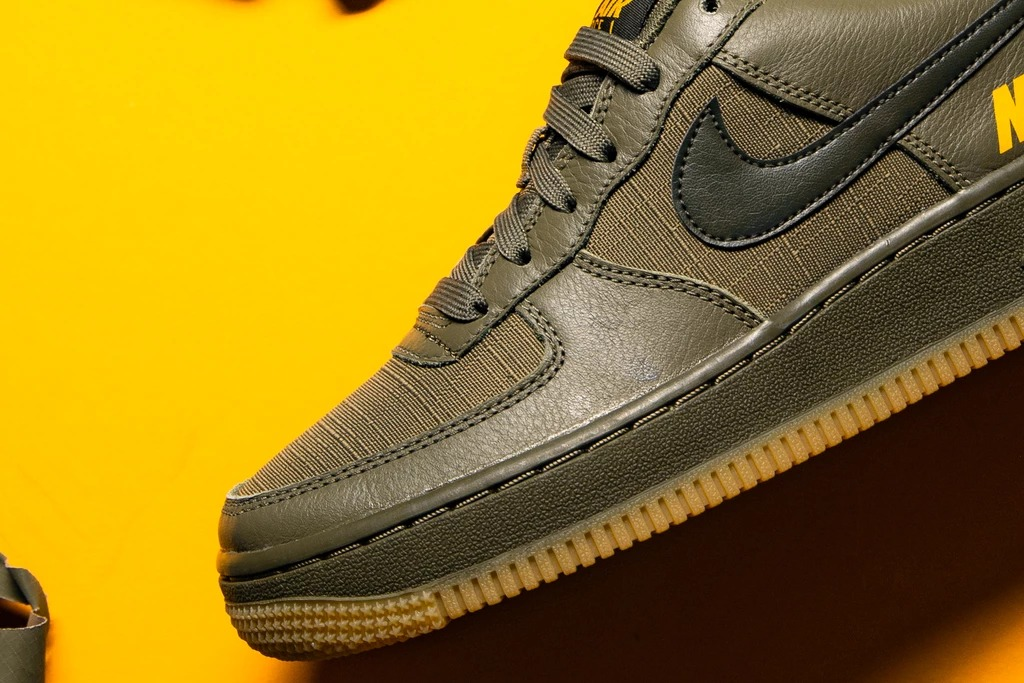 Air Force 1,Nike,发售 Air Force 1 又有军事风新配色!拼接鞋面格外抢眼!