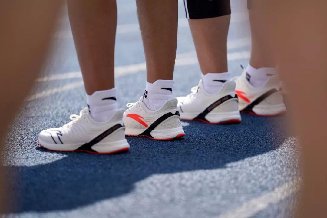 anta,Challenge202,发售 天猫秒没!国外抢疯!想要一双「性价比王者跑鞋」?就是它了!