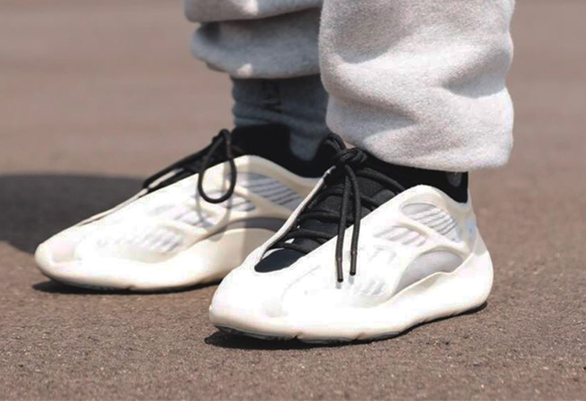 Yeezy 350 V2,Yeezy 500,Yeezy 7 侃爷年底冲业绩!8 双 Yeezy 下月发售!两双满天星,三款新鞋型!