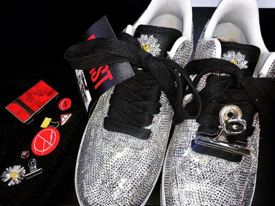 PEACEMINUSONE,Nike,Air Force 1 满身镶钻!这双权志龙 x Nike Air Force 1 有点耀眼!