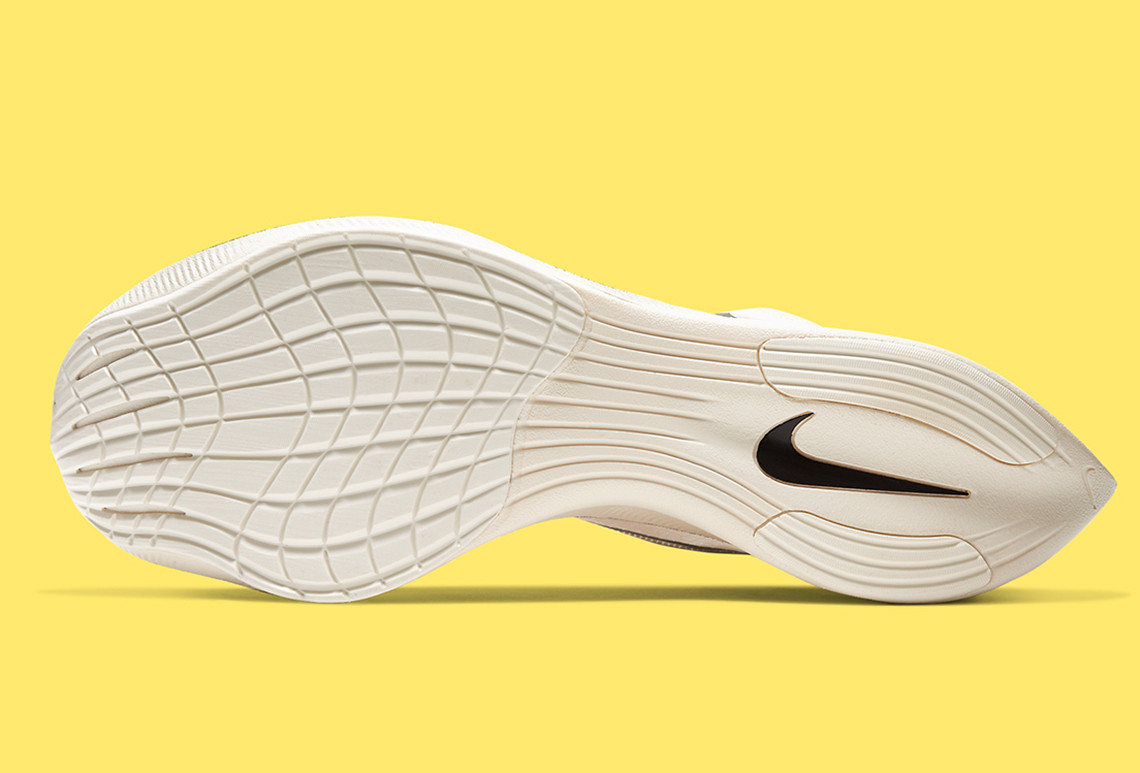 ZoomX,VaporFly,NEXT%,发售 经典的小白鞋!全新 ZoomX VaporFly NEXT% 即将发售