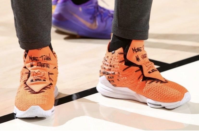 Nike,LeBron 17 詹皇上脚全新 LeBron 17 联名配色!可惜你买不到...