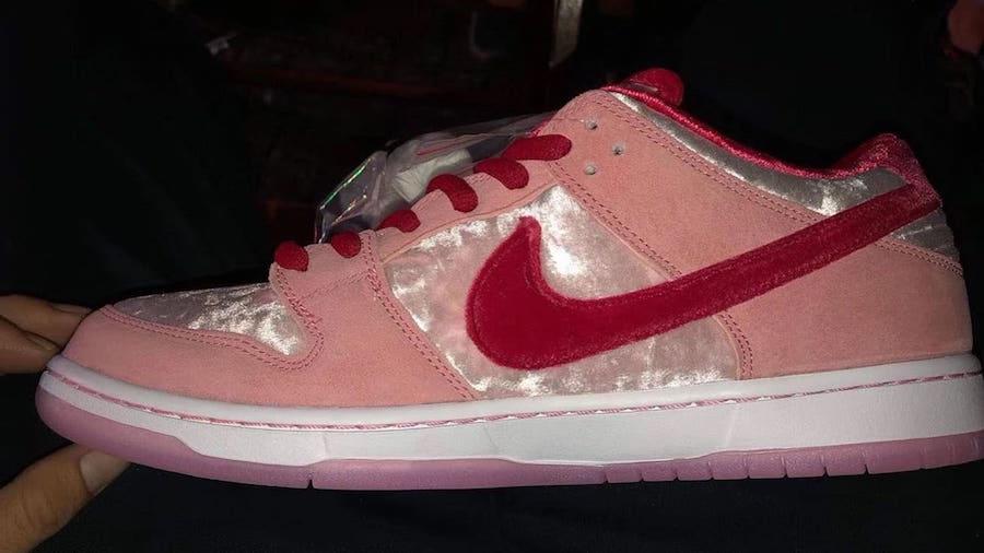 Nike,Dunk SB,StrangeLove 丝绒鞋面 + 鸳鸯鞋垫 + 水晶外底!这双 Nike Dunk SB 真的太帅了!