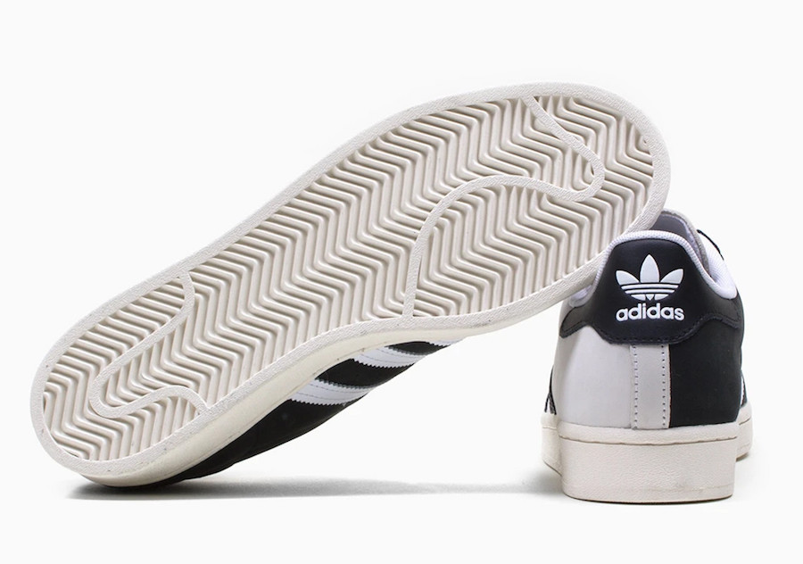 adidas,Superstar,发售 阴阳撞色 + 金标点缀!50 周年的 Superstar 也放大招了!