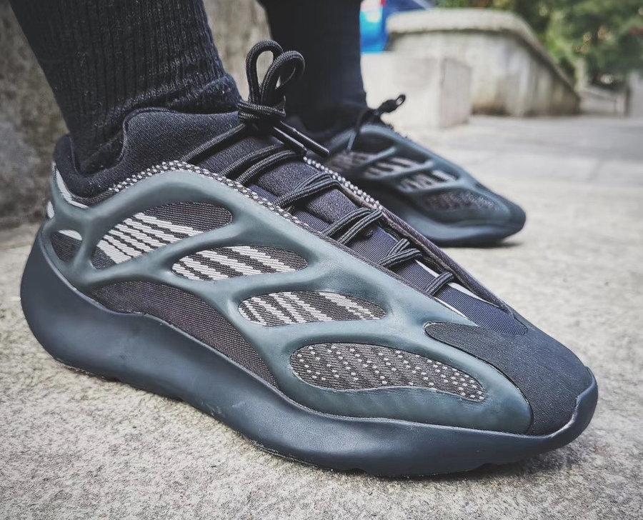 Yeezy 700 V3,adidas,上脚 黑武士 Yeezy 700 V3 上脚超酷!还有隐藏细节你可能没发现!