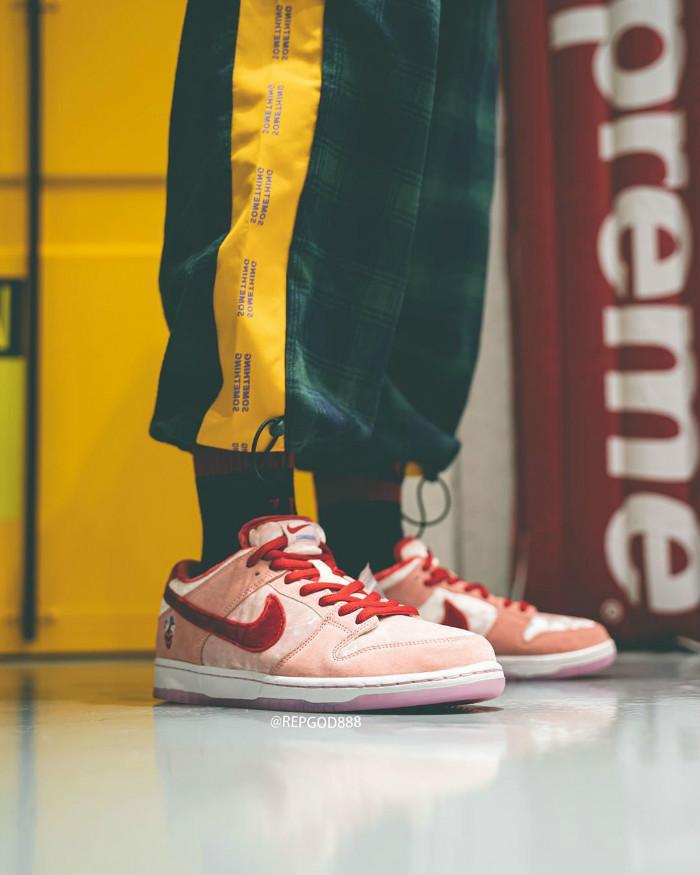 Nike,StrangeLove,SB Dunk Low,C 人见人爱的情人节 Dunk SB 还有特殊鞋盒!太帅了!