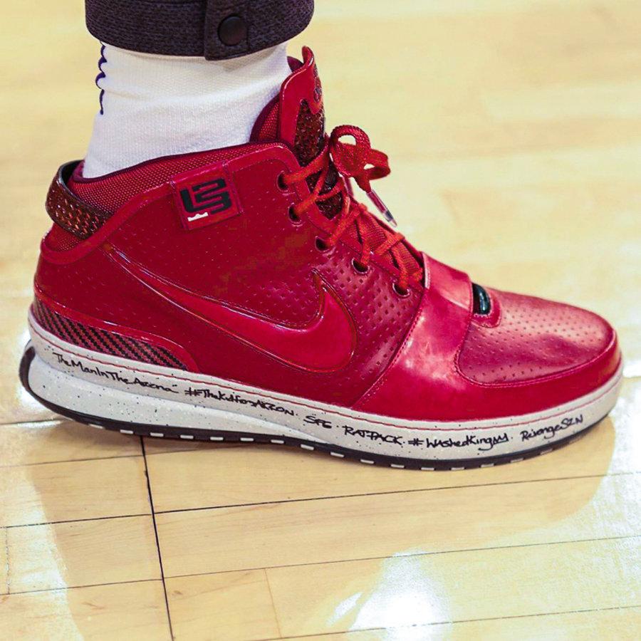 LeBron 6,Nike,明星,上脚,詹姆斯 有望复刻?!詹姆斯再度上脚 LeBron 6!场下鞋款也有看点!