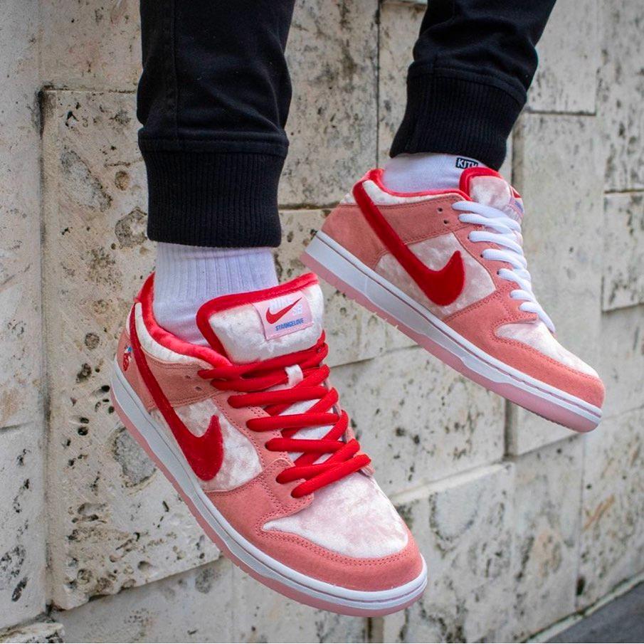 CT2552-800,Dunk SB,Nike CT2552-800 因为 BOT 泛滥,情人节 Dunk SB Low 的店铺发售取消了!