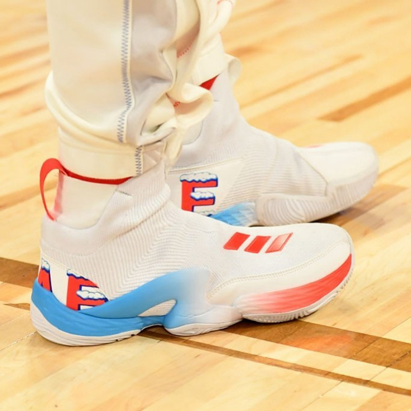 全明星,球鞋上脚 Kanye 抢戏穿新鞋!全明星赛上脚精选,哪双最吸睛?