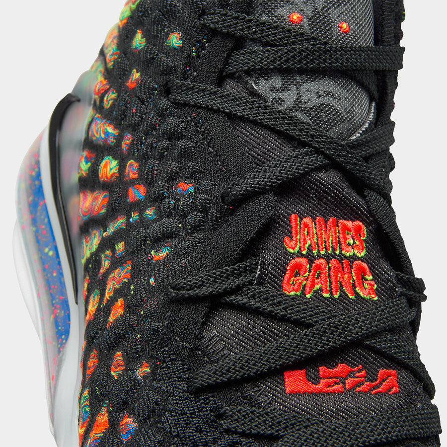Nike,LeBron 17,BQ3177-005,BQ55 炫彩鞋面 + 特殊刺绣!全新配色 LeBron 17 明日发售!