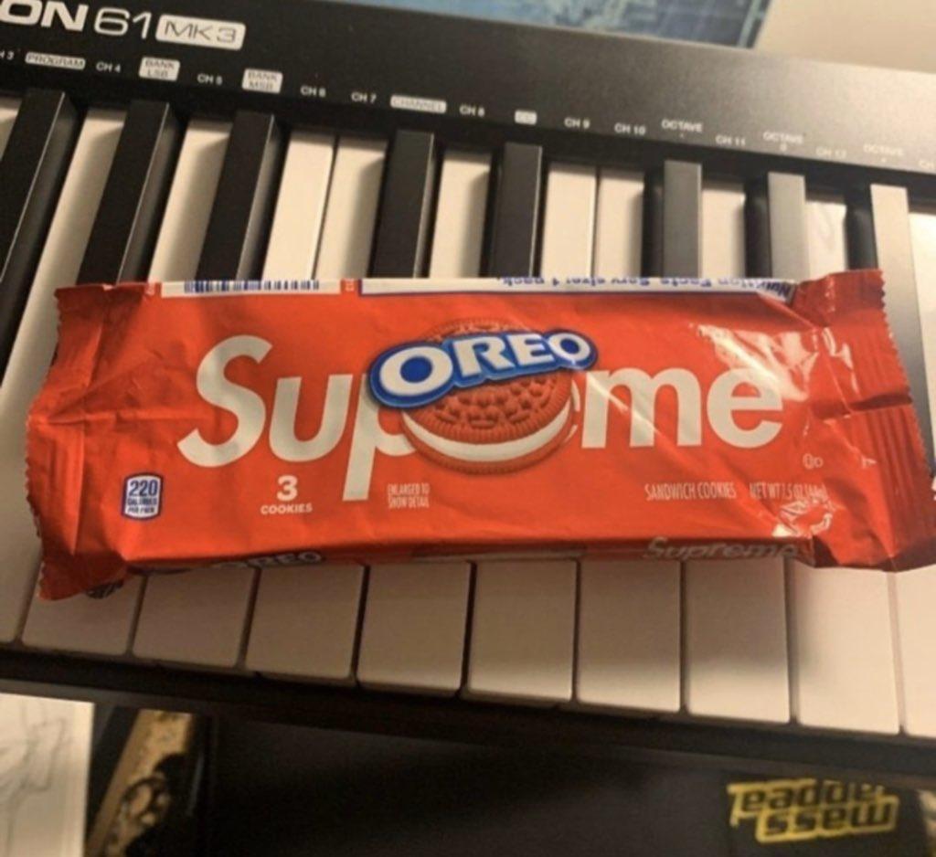 Supreme,奥利奥  史上最贵饼干!Supreme x 奥利奥竞拍价高达 15W 人民币!