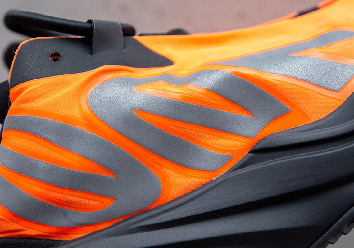 adidas,Yeezy Boost 700 MNVN,FV 国内发售延期一个月!黑橙 Yeezy 700 MNVN 官宣为上海限定!
