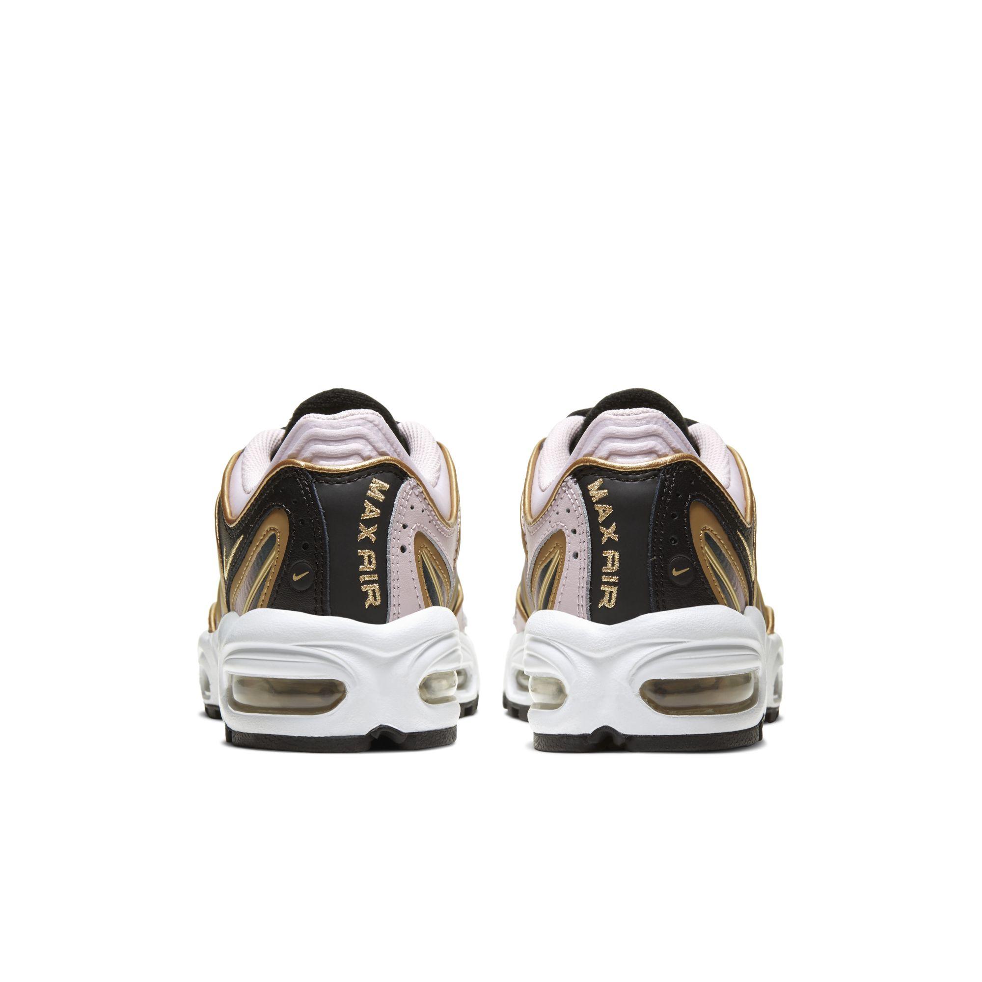 Nike,Air Max Tailwind 4  黑金主题点缀淡淡粉色!这双 Air Max Tailwind 4 你打几分?