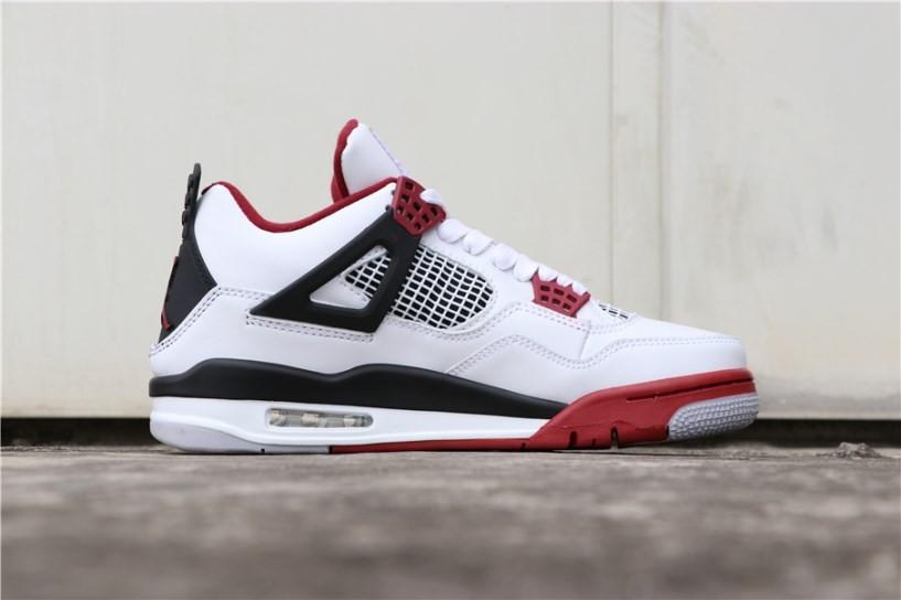 AJ4,Air Jordan 4,發售  去年無數人想要的跳票王!傳聞白紅 AJ4 年底發售!