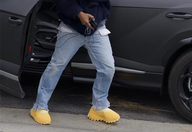Yeezy,拖鞋,451,Yeezy 700  侃爷上脚新 Yeezy!「火山 451」也有新版本!