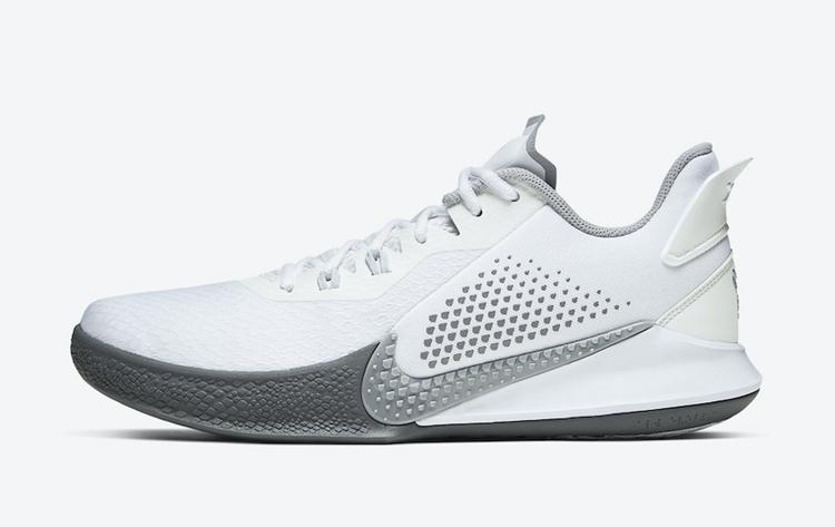 纪念曼巴精神!科比新战靴 Nike Mamba Fury 官图曝光!