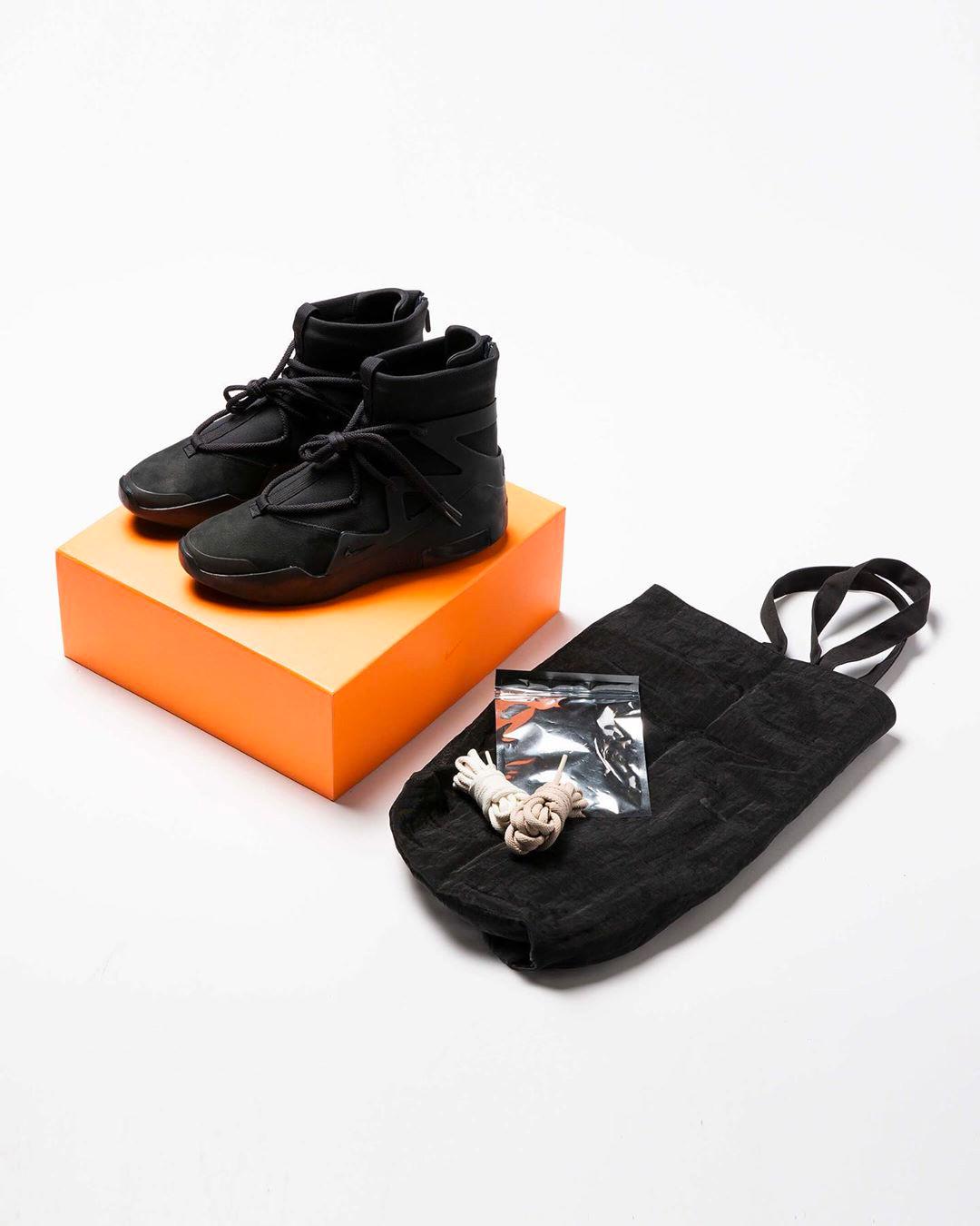 AR4237-005,Air FOG 1,Nike,FOG AR4237-005 市价超 5K!王者回归的全黑 Air FOG 1 你抢到了吗?