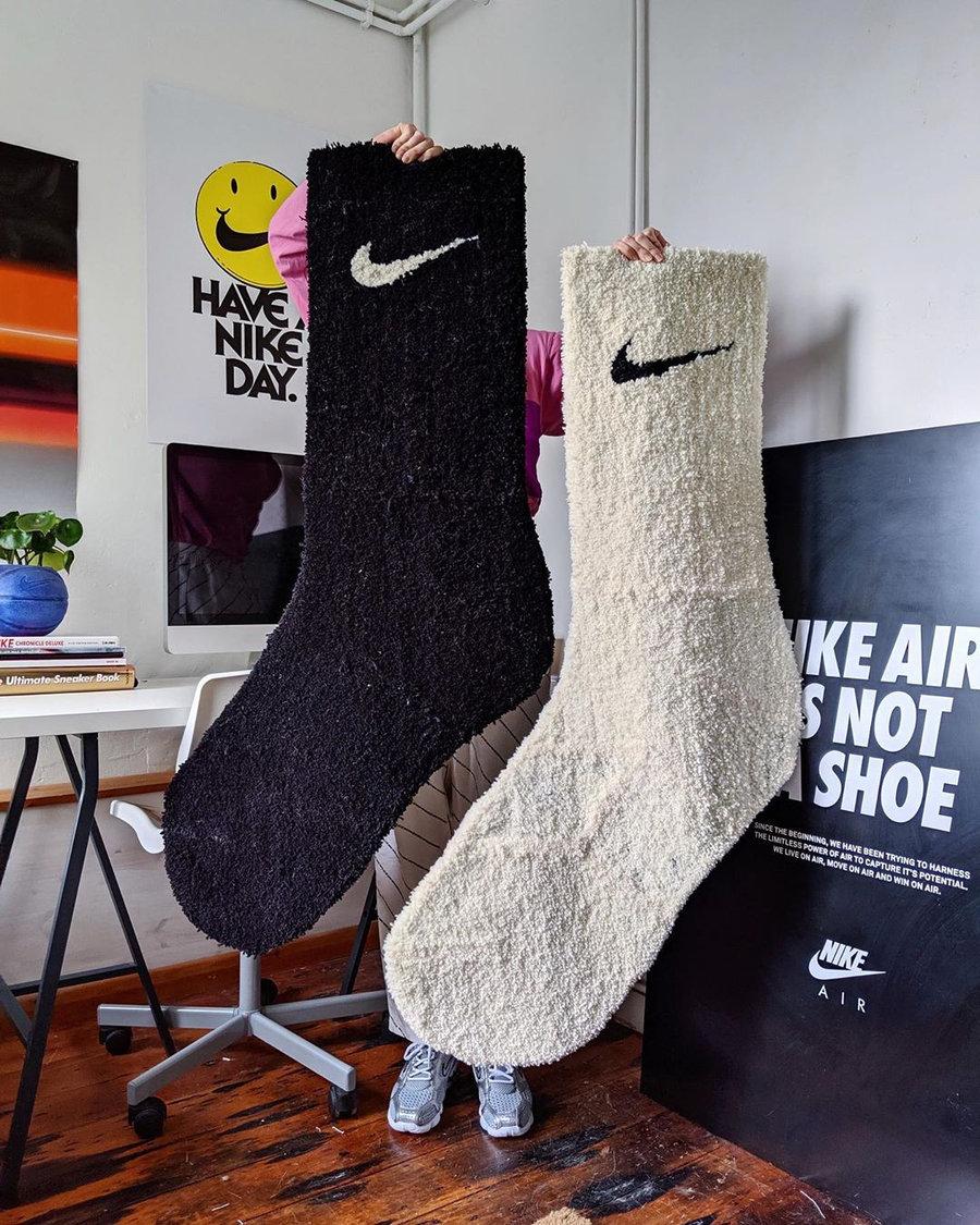 Nike,AF1,Air Force 1 可能是世界上最长的 Nike 鞋和袜子,原来长这样!