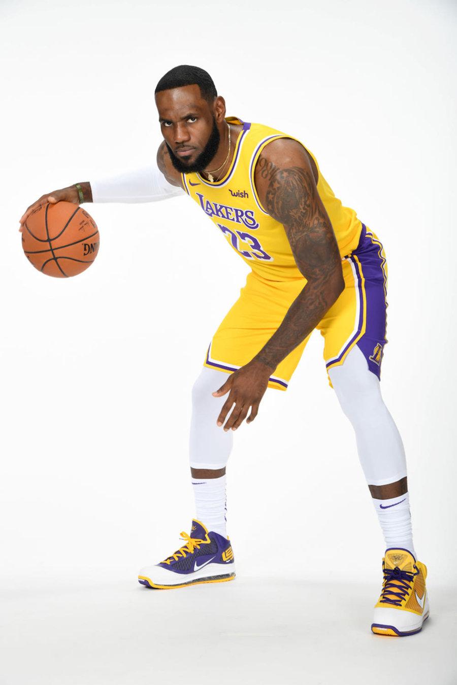 LeBron 7,Lakers,发售  PE 规格的湖人 LeBron 7 明早发售!定好闹铃记得抢!