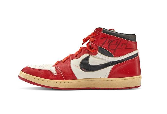 AJ1,Air Jordan 1  史上最贵 AJ 诞生!乔丹亲穿芝加哥 AJ1 拍出 56 万美元!