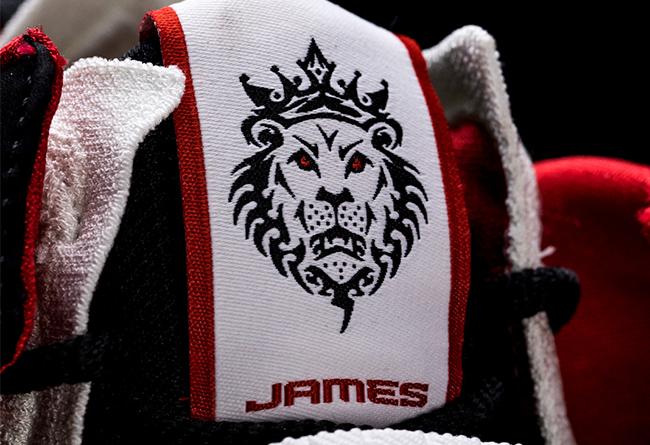"Nike,LeBron 17,发售,上脚  苦等 14 年,这双鞋终于被 Nike ""复刻""!只不过…"