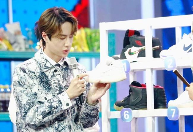王一博穿球鞋上热搜!最节俭的明星鞋头