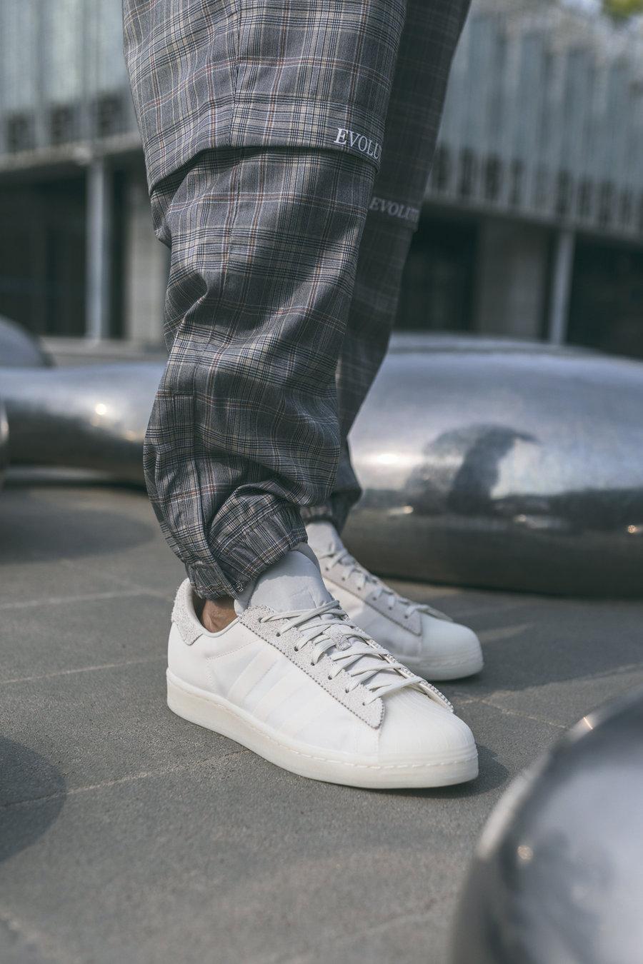 陈奕迅,adidas,superstar,发售,上脚  超限量!本周最难抢的竟是「陈奕迅」联名新鞋!上脚太帅了!