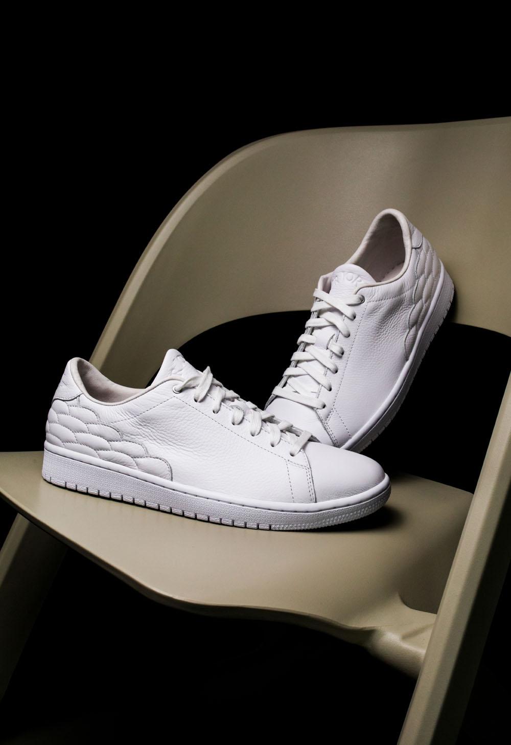 Air Jordan 1,Centre Court  冠希抢着晒!Air Jordan 1 小白鞋现已开启登记!