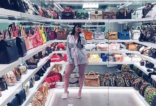 1.7,亿买,豪宅,只为,放,球鞋,她说,老娘,买鞋,  1.7 亿买豪宅只为放球鞋?她说:老娘买鞋的快乐只有 3 秒!