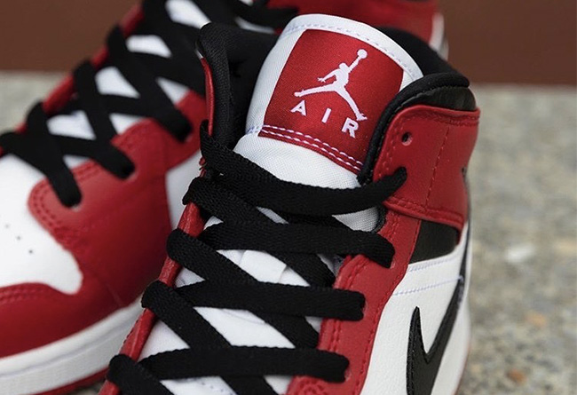 Air Jordan 1 Mid GS,Gym Red,55  元年白红的绝佳替代品!小芝加哥 AJ1 Mid 即将发售,不过....