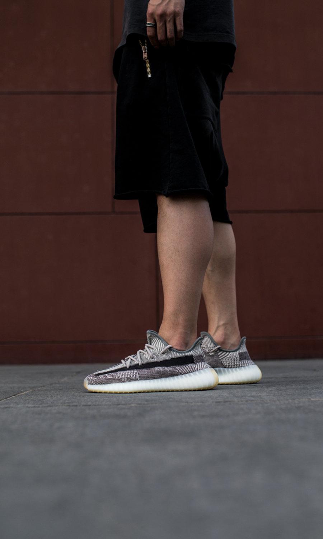 adidas,Yeezy Boost 350 V2,FZ12  大地色系黑侧透!全新 Yeezy 350 V2 本周发售!