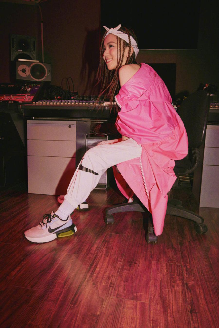 明星上脚,说唱,球鞋女神  除了邓紫棋,近期女 Rapper 们穿起球鞋!你想不到有多顶!