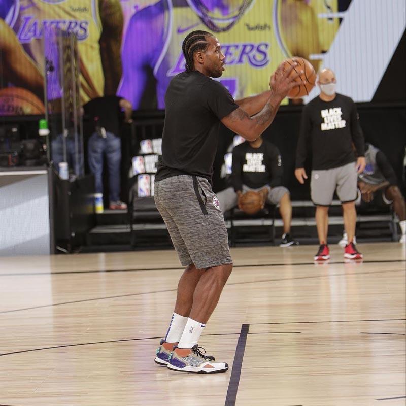 詹姆斯,上,脚,sacai,Nike,NBA,复赛,开启,大  詹姆斯上脚 sacai x Nike!NBA 复赛开启,大家都穿了什么鞋?