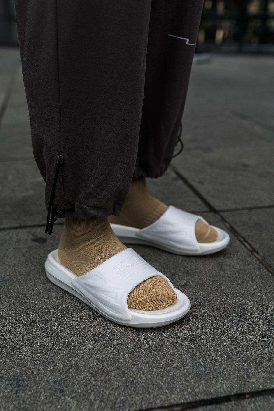 只凭,一点,这双,国产,鞋,就让,网友,争论,两周,  只凭一点,这双国产鞋就让网友争论半个月!拿到实物,我惊了!