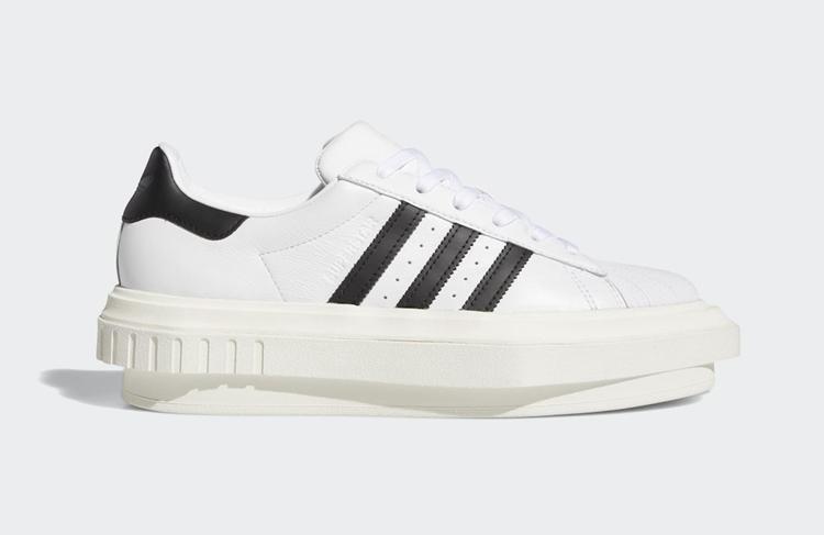 天后碧昂丝联名 adidas 又出新品!尖嘴鞋头酷似高跟鞋造型!