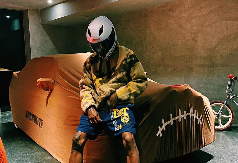 Nike,Dunk,Travis Scott,发售  高帮要火!Travis Scott 上脚密歇根 Dunk Hi!本月底发售!