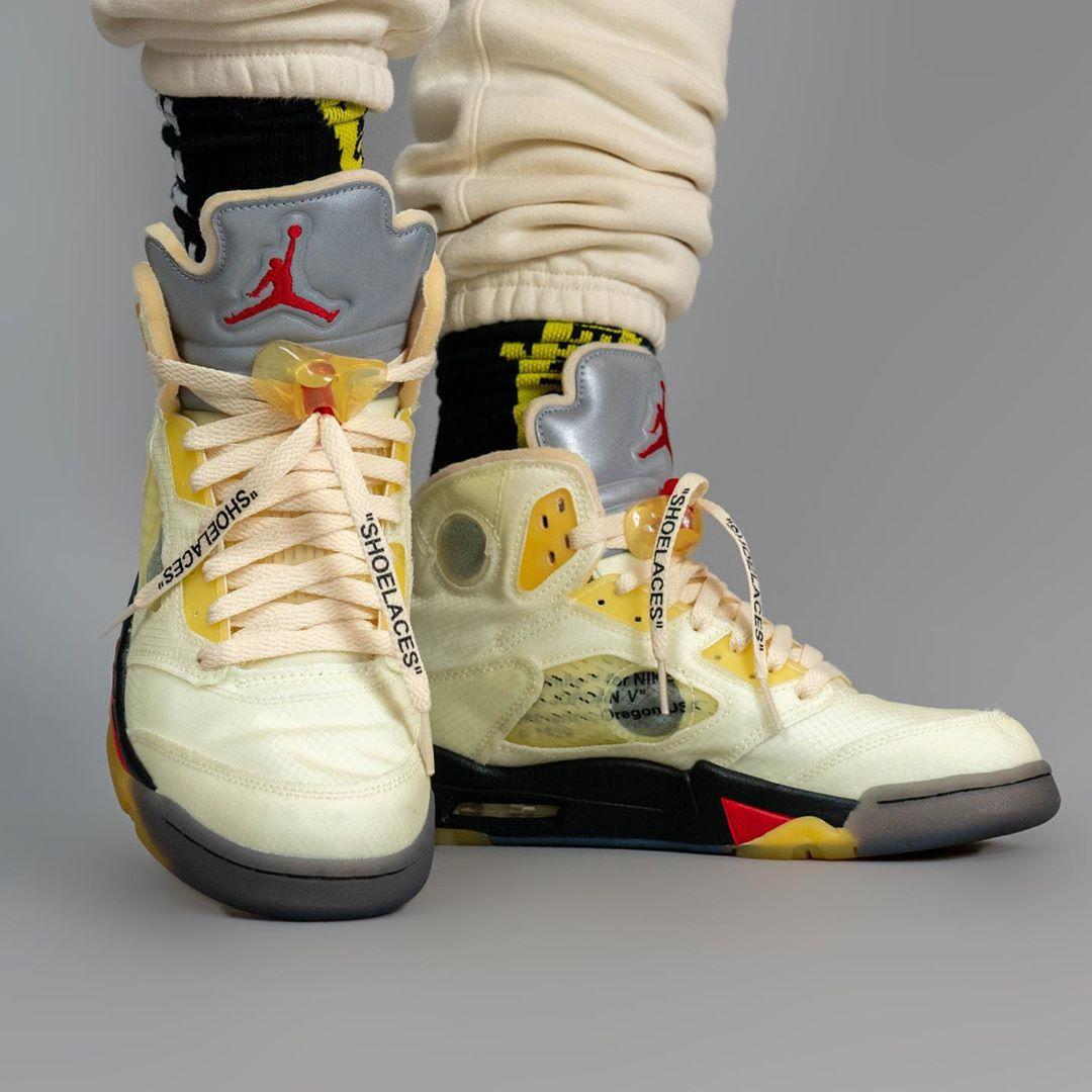 AJ5,Air Jordan 5,DH8565-100,发售  这鞋氧化可真黄!流川枫 OFF-WHITE x AJ5 上脚照香吗?