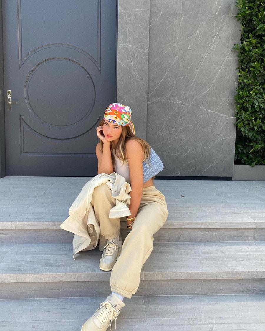 上脚,明星,Dunk,Nike,CPFM,Kylie Jen  Kylie Jenner 又晒照了!除了身材,这双「满钻」Dunk 同样诱人!